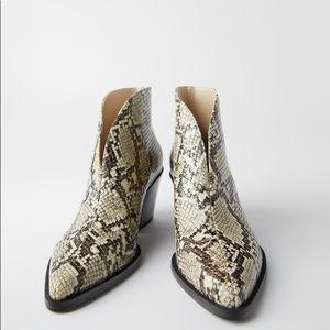🆕 NWT Zara Snakeskin Print Ankle Booties